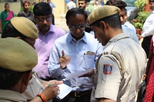 With police Usmanpur 3