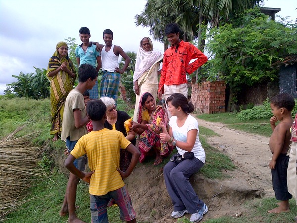 JVI Volunteer Anna Kim and Freeset founder Annie Hilton, with Murshidabad residents